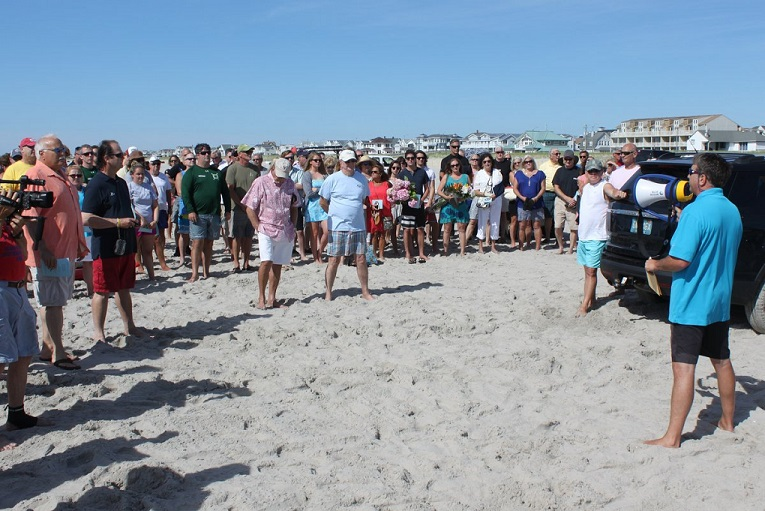 Sea Isle City Nj On The Morning Of July 11 Nearly 200 People Gathered S 43rd Street Beach To Honor Memory Two Brothers Who